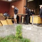 Elever fra Mariebjerg uddannelsescenter flytter møbler